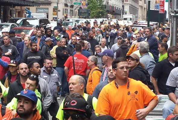 Thousands Rally Against Non-Union Developer
