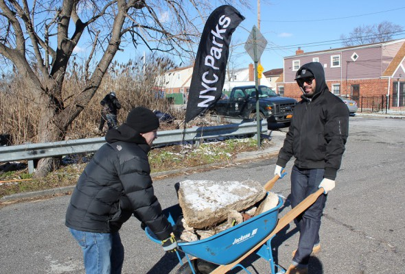 MLK Day: Local 79 Apprentices Volunteer to Clean Up Wetlands